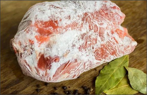 Truque caseiro para descongelar carne super rápido